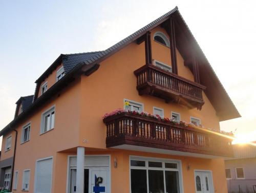 Fassade Wärmedämmung Orange Braun Germersheim 1