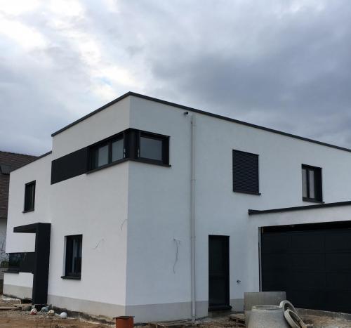 Fassade Weiß Akzente Anthrazit Lingenfeld 3