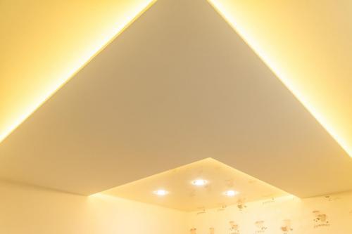 Spanndecke Weiß Satin Weiß Glanz Mittelachse Abgehängt Beleuchtung Indirekt