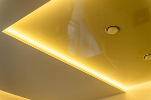 Spanndecke Weiß Satin Weiß Glanz Mittelachse Abgehängt Beleuchtung Indirekt 3